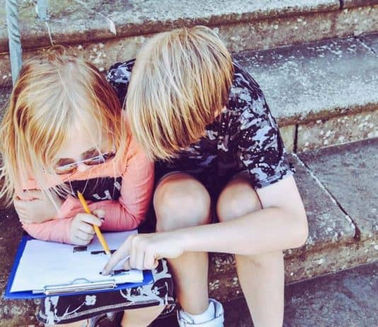 How to Homeschool Multiple Ages | Creating a Multi-Age Homeschool Schedule That Works | 12 Tips for Homeschooling Multiple Ages | Homeschooling Multiple Children #homeschooltips #homeschoolresources